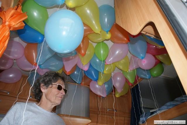 Le gonflage des ballons...dans le camping-car